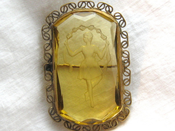Edwardian brooch with dancing lady