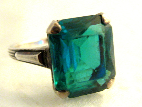 1920's emerald color glass stone ring
