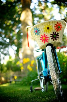 banana seat bike with plastic flower basket